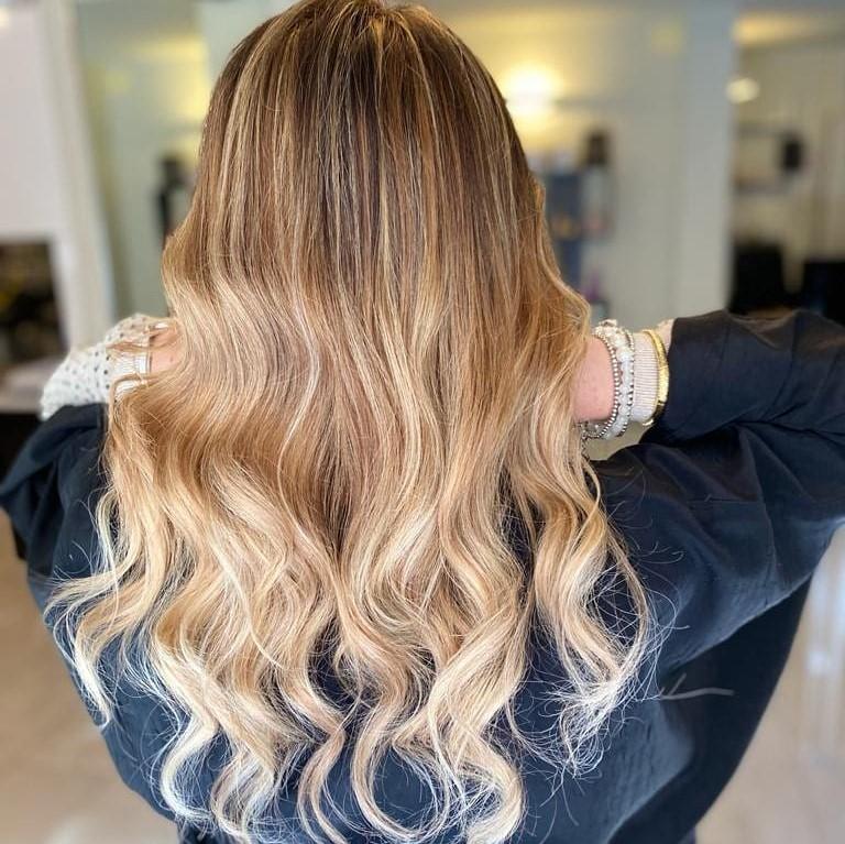 Degradè capelli lunghi bioni a onde